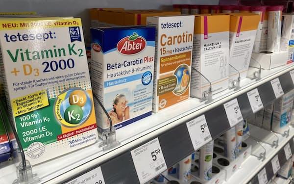 新型コロナ禍でサプリメント需要は拡大している(ウィーンの薬局)
