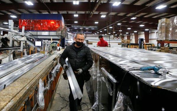 米インディアナ州の貨物トレーラー製造工場=ロイター