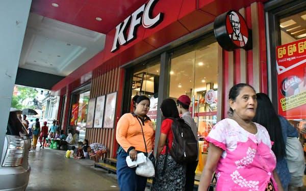 ヨマ・ストラテジック・ホールディングスが運営するケンタッキー・フライド・チキンの店舗(2018年7月、ヤンゴン市内)