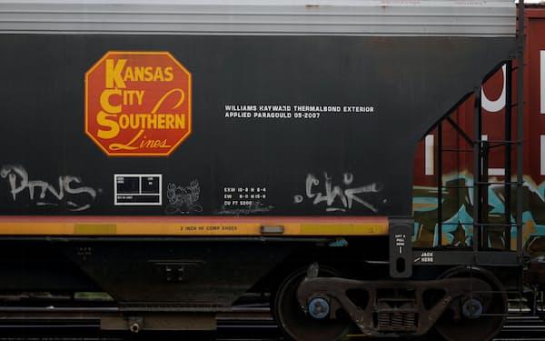 カナディアン・ナショナルは米鉄道大手KCサザンを傘下に収め、米国、メキシコ、カナダの鉄道網の一体運営を担う=ロイター