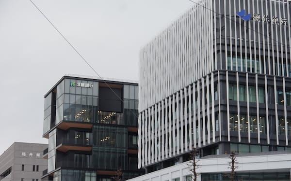 福井銀行の本店近くには20年11月に北国銀行の福井支店が移転してきた(福井市)
