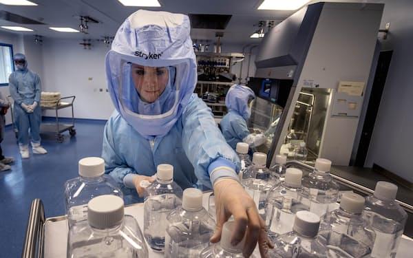 厚労省は国産ワクチン開発に遅れをとった反省から、指針で競争力強化を強く訴えていく=AP