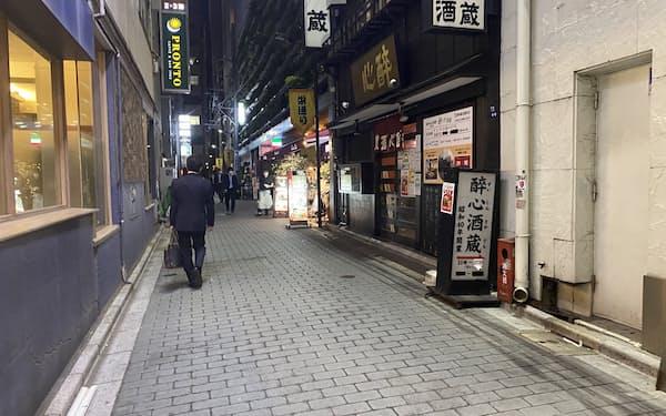 閑散とする緊急事態宣言下の東京・新橋