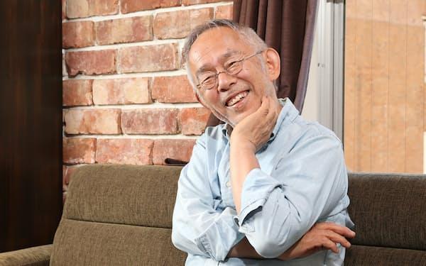 すずき・としお 1948年名古屋市生まれ。72年慶応大文卒、徳間書店入社。雑誌記者、編集を経験。85年スタジオジブリ設立に参画、89年から専従。ノンフィクション小説を含む著書も多い。ラジオパーソナリティー、書道家としても活躍する。
