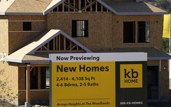 建設中の新築住宅(米カリフォルニア州)=AP