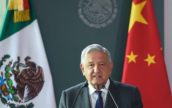 17日、トレオンで演説するロペスオブラドール大統領(メキシコ大統領府提供)
