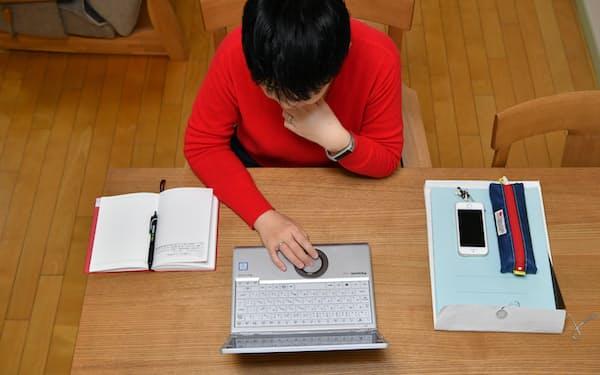 自宅で業務メールなどがチェックできる便利さによって、仕事と生活の境目がなくなりやすくなる