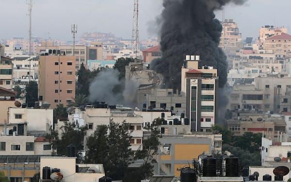 18日もガザに対するイスラエル軍の空爆は続いた=ロイター