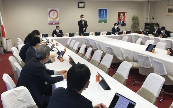 自民党金融調査会が開いた会合(18日、党本部)