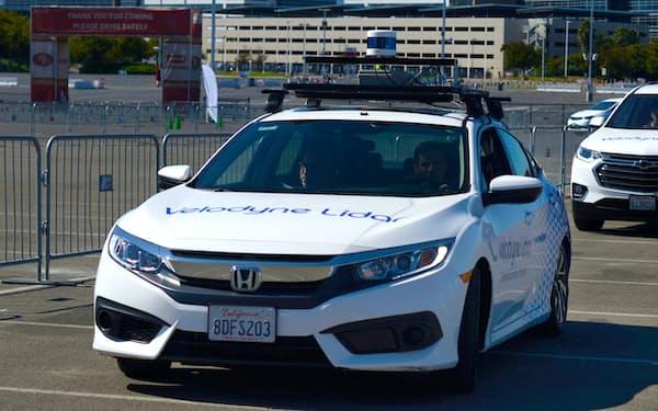 ベロダインのLiDARシステムを搭載した実験車両