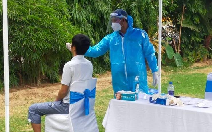 インドでは帰国支援のため日本人専用のPCR検査場も設けられた(17日、ニューデリー近郊)