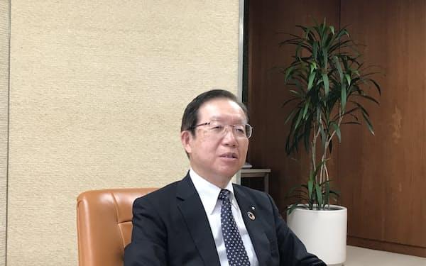 「コロナ禍で事業承継や事業再生のニーズが高まった」と語る笹島頭取(水戸市)