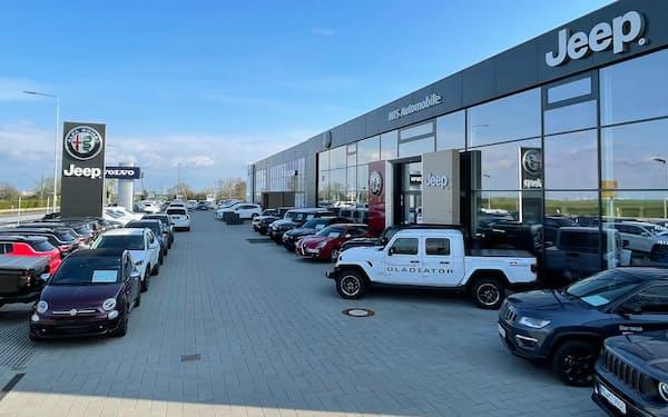 欧州の新車販売は回復傾向だが水準はまだ低い(独フランクフルト郊外の販売店)