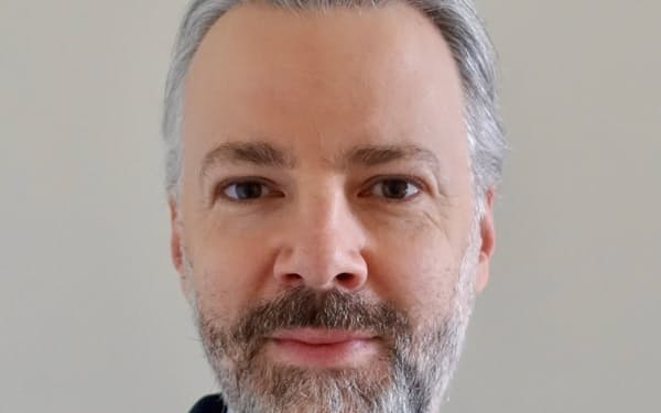 William Bratton 英ケンブリッジ大学博士。独大手銀ドイツ銀行を経て英大手銀HSBCへ。企業や株式の調査部門を中心に活動。
