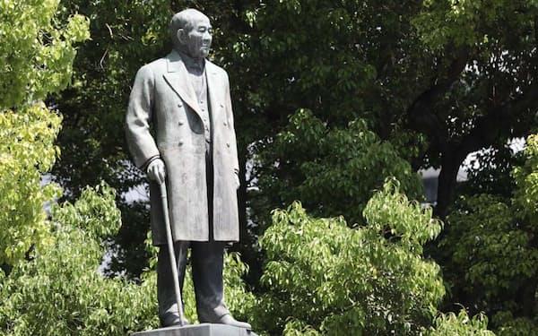 渋沢栄一の銅像(東京・千代田の常盤橋公園)
