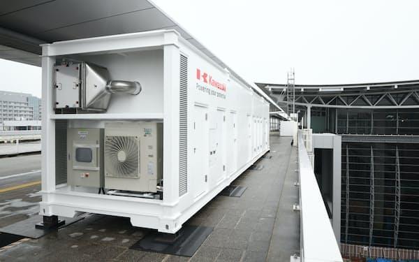 関西空港に設置された自動PCR検査ロボットが入ったコンテナ(20日午前)
