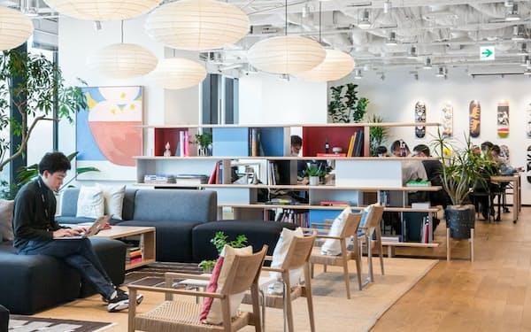 シェアオフィスは出社人数に応じて柔軟に利用できる(東京・渋谷のウィーワーク)