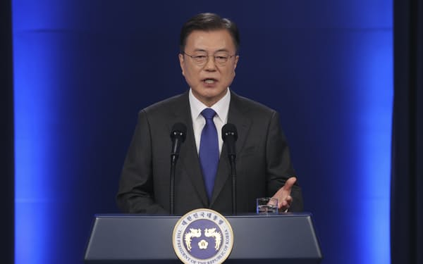 韓国の文在寅(ムン・ジェイン)大統領は初のバイデン米大統領との会談に臨む=AP