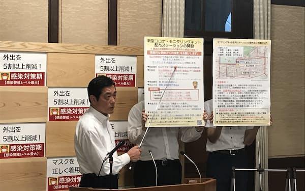 記者会見する中村知事(20日、愛媛県庁)