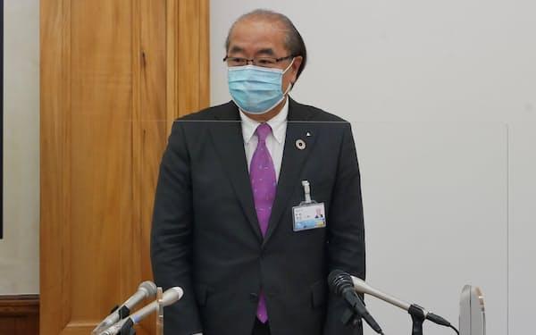 新田八朗知事は記者会見で、全都道府県との往来自粛を呼びかけた(21日、富山県庁)