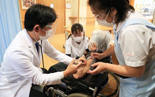 ワクチンを巡っては海外に比べて接種が遅れている原因として、国産ワクチンが開発できていない現状が挙げられる