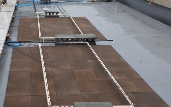 屋上に設置して実証実験中の蒸散冷却建材