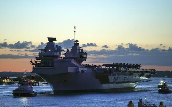 22日、英空母クイーン・エリザベスがインド太平洋地域に向けて出航した= AP