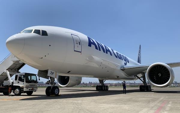 自動車部品や半導体などの輸送需要が貨物便の追い風になっている(ANAHDの貨物専用機)