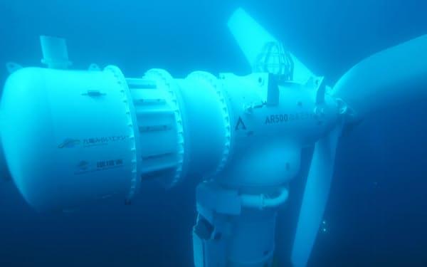 海底の潮流でプロペラを回し、発電する(九電みらいエナジー提供)
