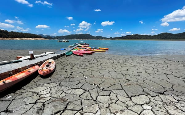 深刻な水不足で半導体生産への影響が懸念される(15日、台湾中部・南投)=ロイター