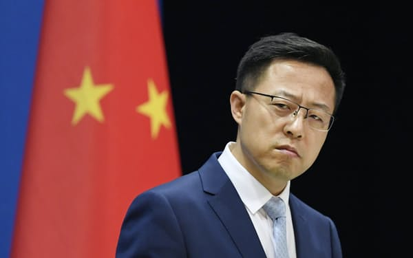 記者会見する中国外務省の趙立堅副報道局長=19日、北京(共同)