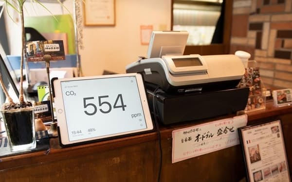 店頭に現在のCO2濃度を表示することができる(千代田区の飲食店「美味これくしょん神田倶楽部」)