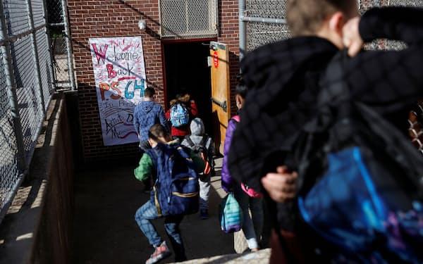 ニューヨーク市は9月に対面授業を全面再開する=ロイター