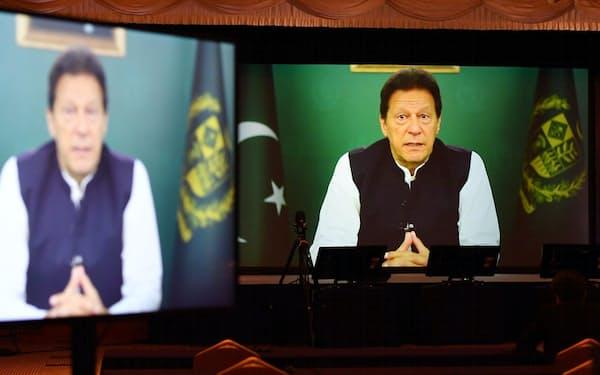 「アジアの未来」で講演するパキスタンのカーン首相(21日午前、東京都千代田区)