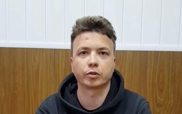 拘束されたプロタセビッチ氏の声明がベラルーシ国営テレビで放送された(24日、テレグラムにあがった動画から)=ロイター