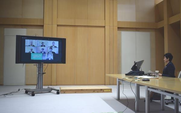小池都知事は日本自動車工業会の二輪車委員会と意見交換をした(25日)