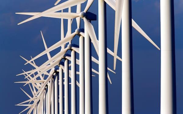 2050の脱酸素世界実現には、再生可能エネルギーへの移行が前提になる=ロイター