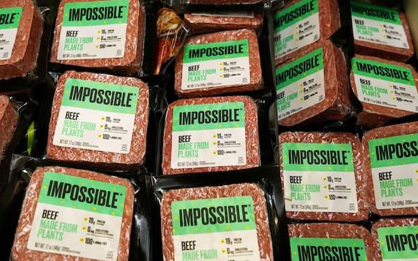 米インポッシブル・フーズが開発した植物肉は香港のスーパーでも販売されている=ロイター