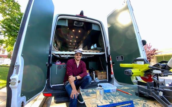 ヘラシメンカさんは自身で改造したバンで旅をしながら働くことにした(5月、シリコンバレー)