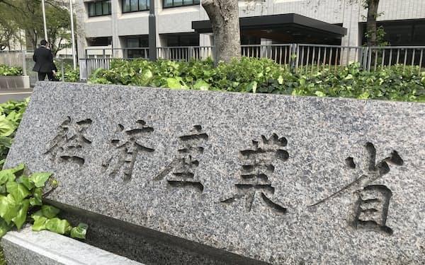 夏はここ数年で最も厳しく、冬は東京電力管内で電力不足が生じる恐れがあり、対策を検討している