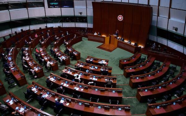 香港で民主的な選挙の実現は見通せなくなった(立法会)=AP