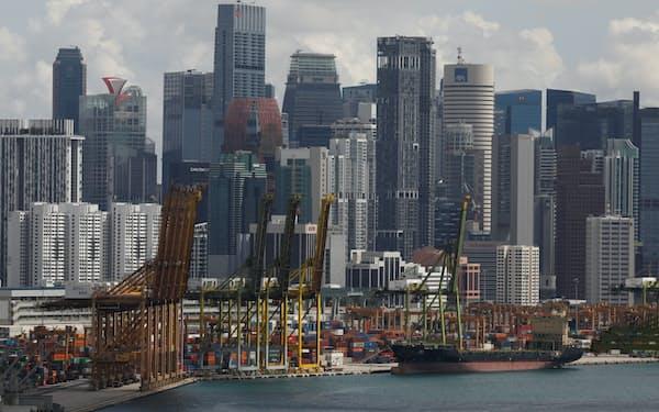 輸出が堅調な東南アジアの国は景気回復のペースも速い傾向に(写真はシンガポール)=ロイター