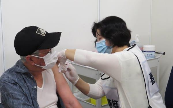 中国5県で新型コロナウイルスのワクチン接種が本格的に始まった(17日、岡山市)