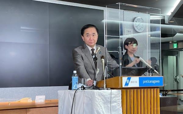 神奈川県の黒岩祐治知事は専門性をもつ人材登用に意欲を示した(26日、県庁)