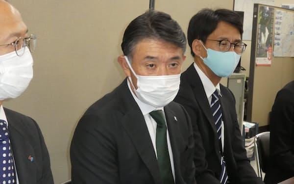 「厳しい決算だった」と語る静岡鉄道の川井社長(26日、静岡市内)