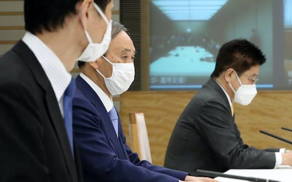 月例経済報告関係閣僚会議に臨む菅首相(26日午後、首相官邸)