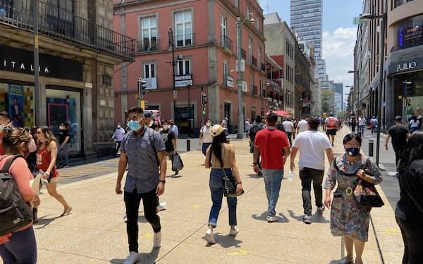 サービス業の回復は遅れている(24日、メキシコシティ中心部)
