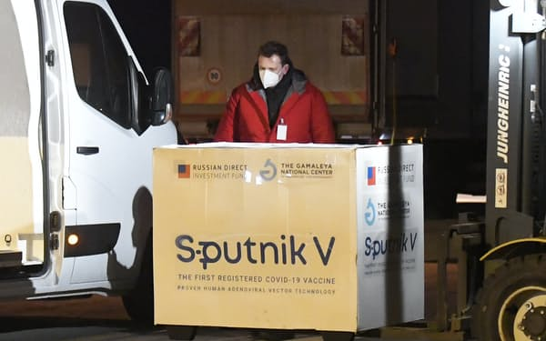 3月にスロバキアに到着したスプートニクV=AP