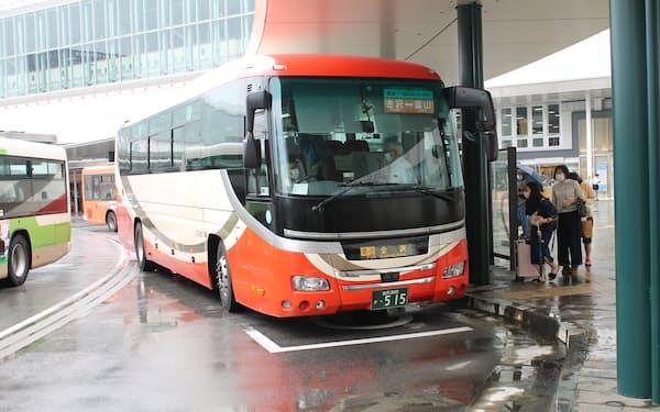 高速バスも外出自粛で影響を受けた(富山地方鉄道と北陸鉄道が共同運行する富山―金沢線)