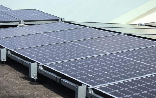 太陽光パネルの国内出荷量は3年ぶりに減少した